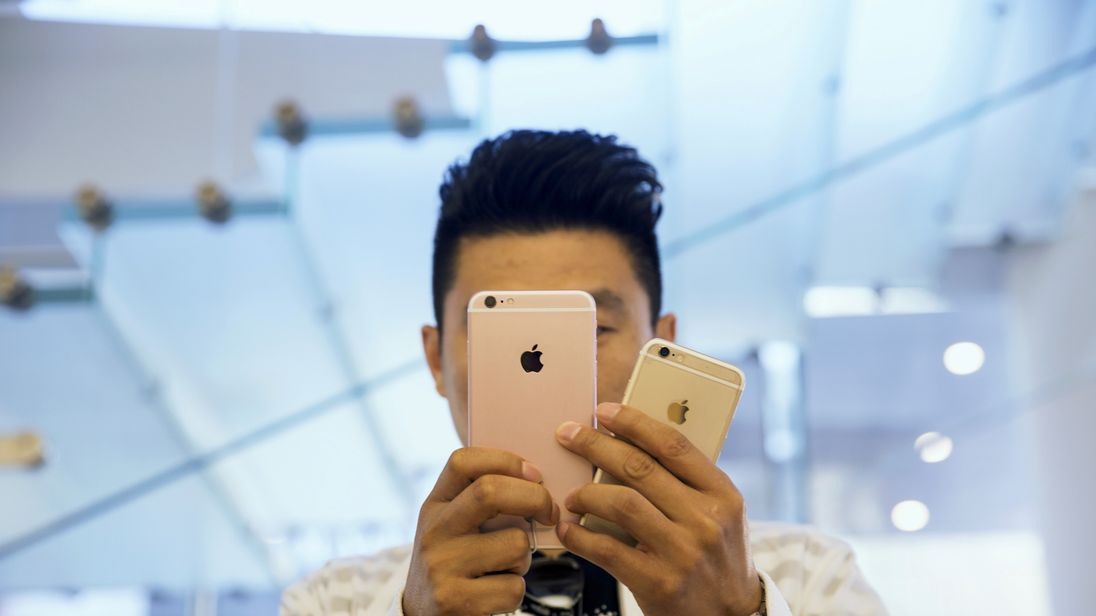 Apple iPhone Sales Fall For Second Quarter