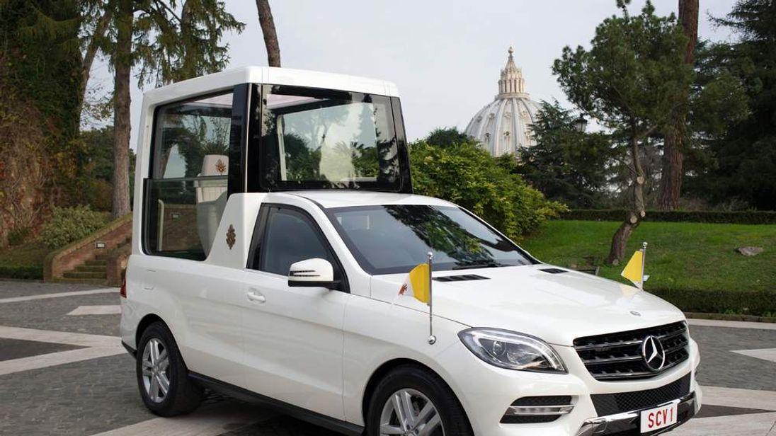 VATICAN Popemobile 2
