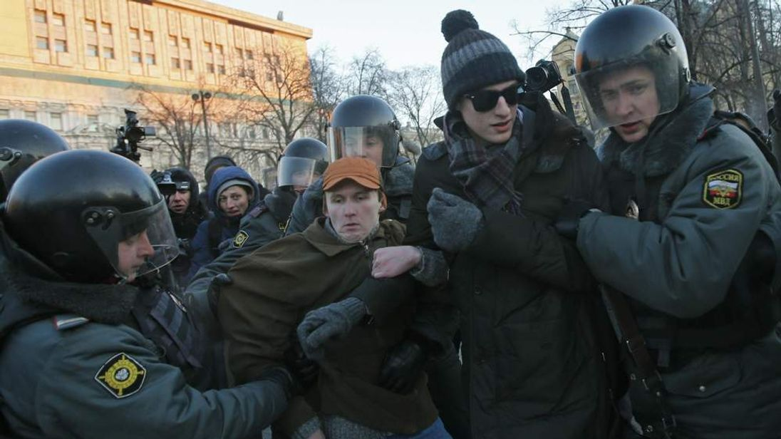 Opposition activists are detained in Moscow's Lubyanka Square
