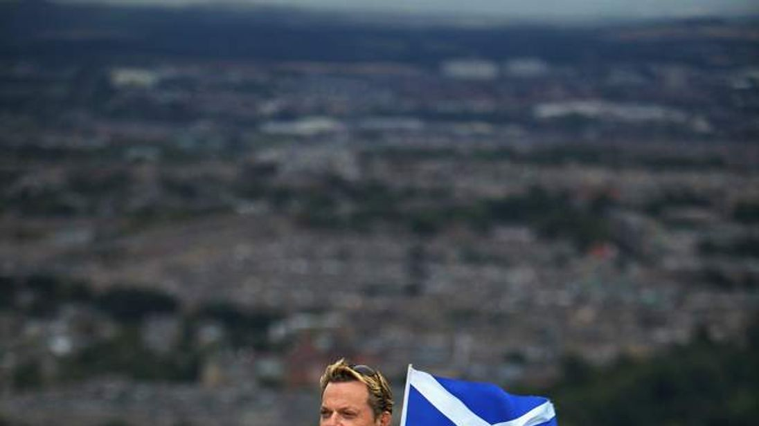 Eddie Izzard Running In Scotland