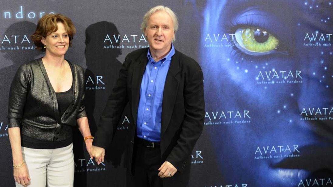 US actress Sigourney Weaver (L) poses with James Cameron