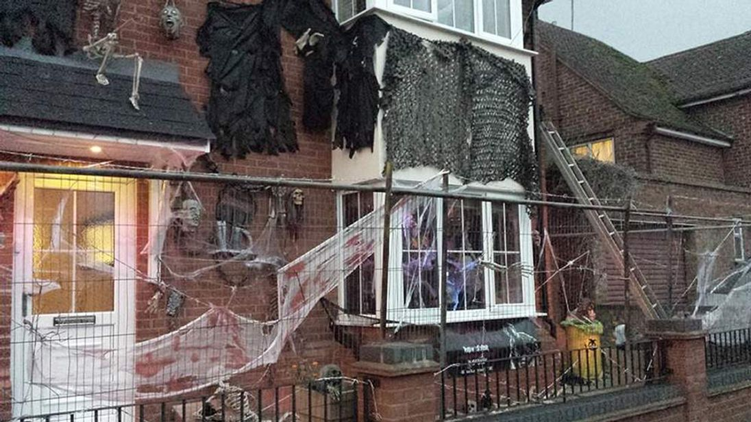 Halloween display made child cry
