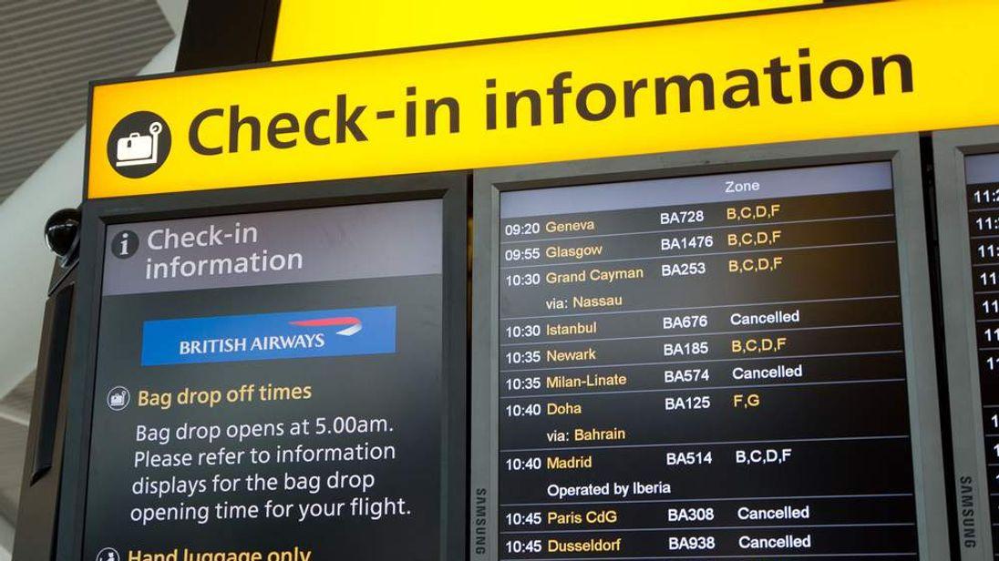 Flights delayed by fog
