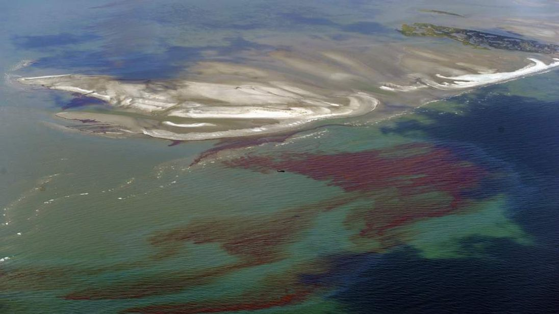 The oil slick passes through the protective barrier formed by the Chandeleur Islands