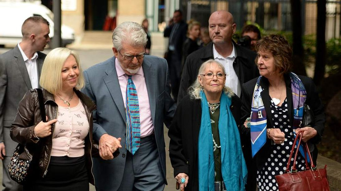 Rolf Harris court case arrival