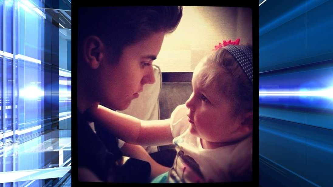 Justin Bieber tweets a picture of him and a cancer sufferer who died today.