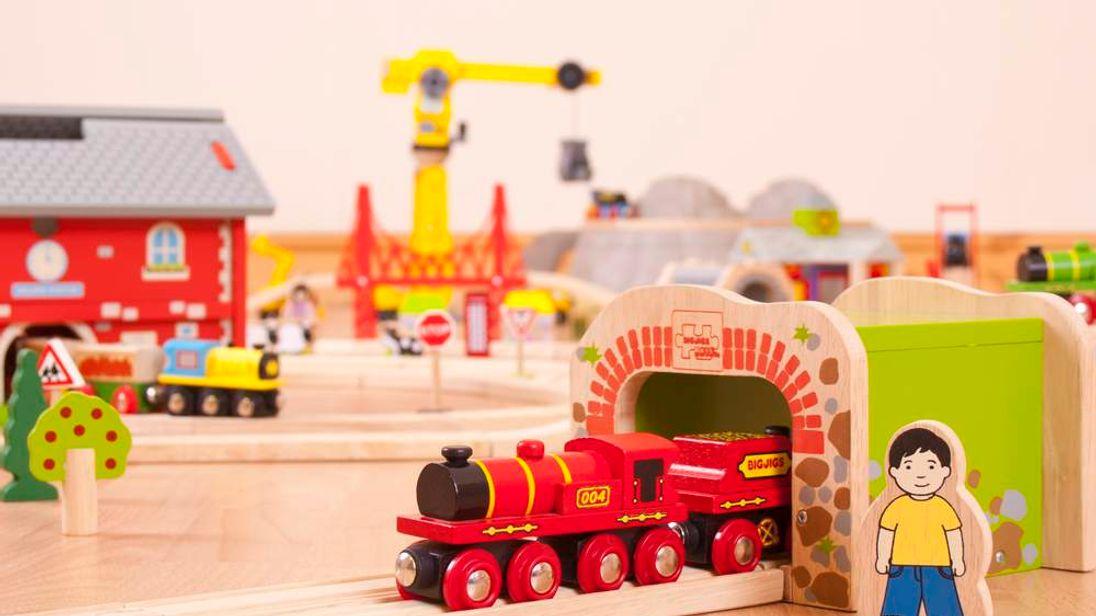 Bigjigs train