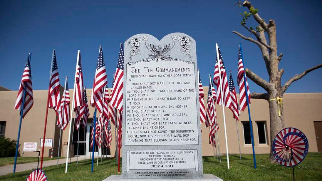 The monument at Bloomfield City Hall Pic: jorndorf/roughshelter.com