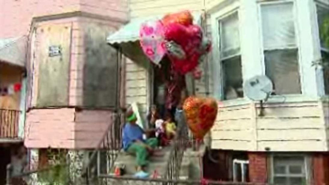 Pic: WCBS. A memorial set up honouring Campbell, who gunned down a Jersey City police officer before other cops shot and killed him