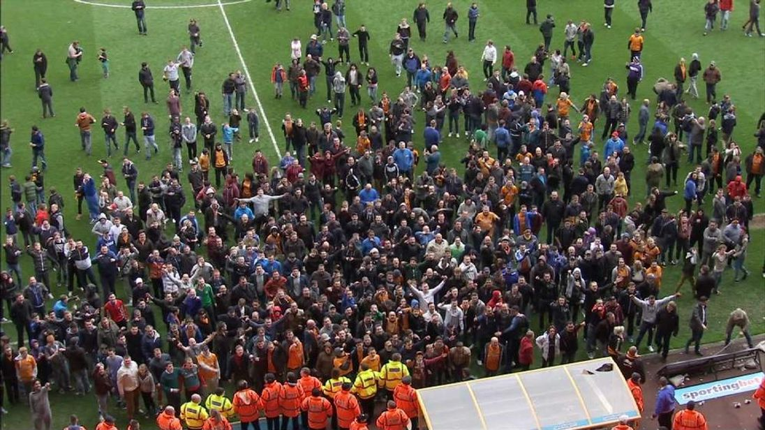 Wolves pitch invasion