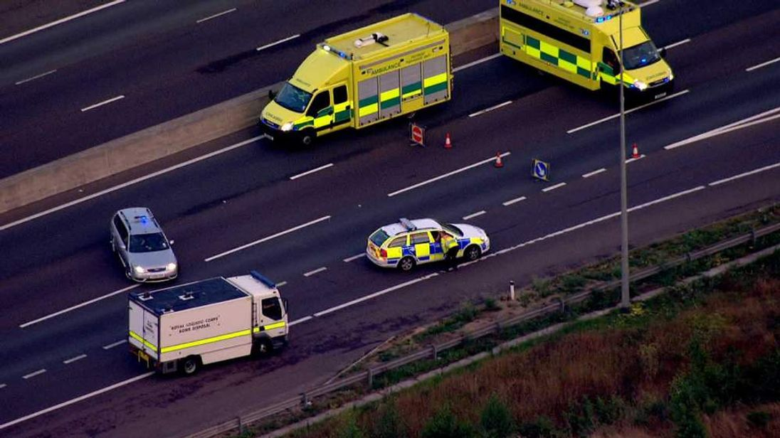 A bomb disposal team arrives at the Dartford crossing