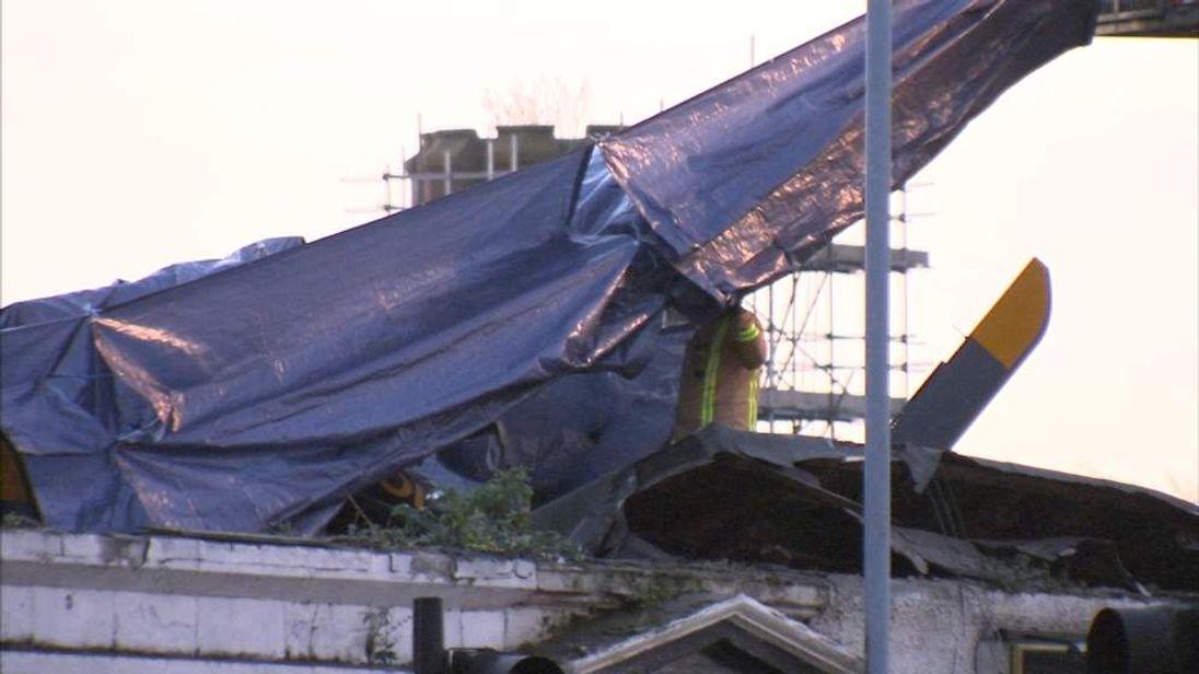 GVs of helicopter crash into Glasgow pub