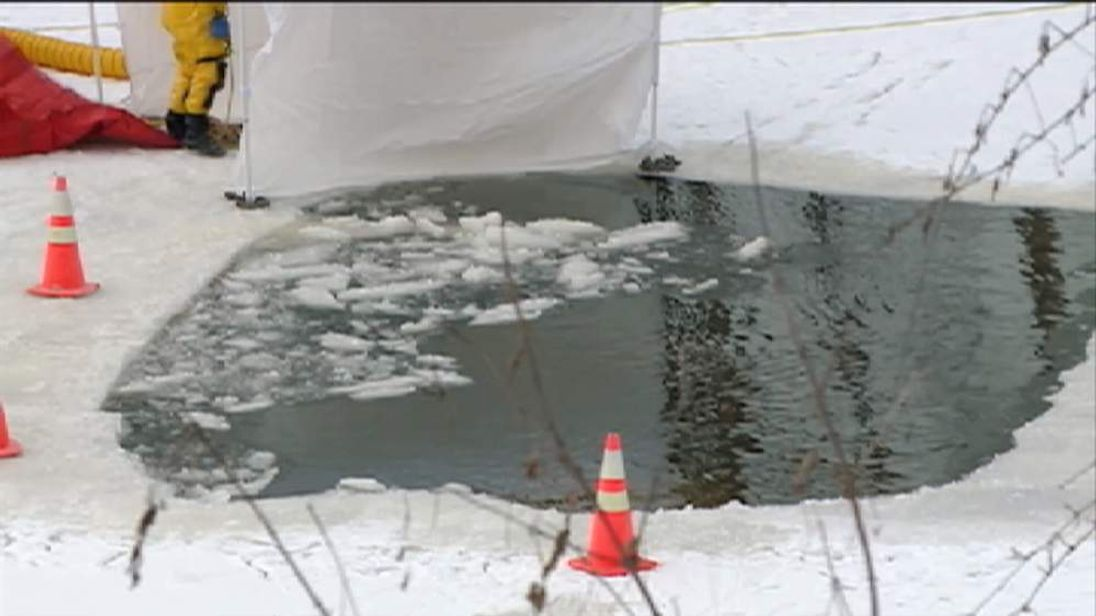 Mississippi car falls through river ice after leaving the road