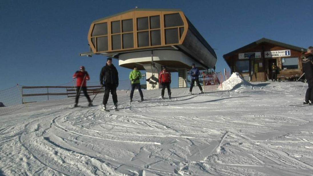 Ski hosting row