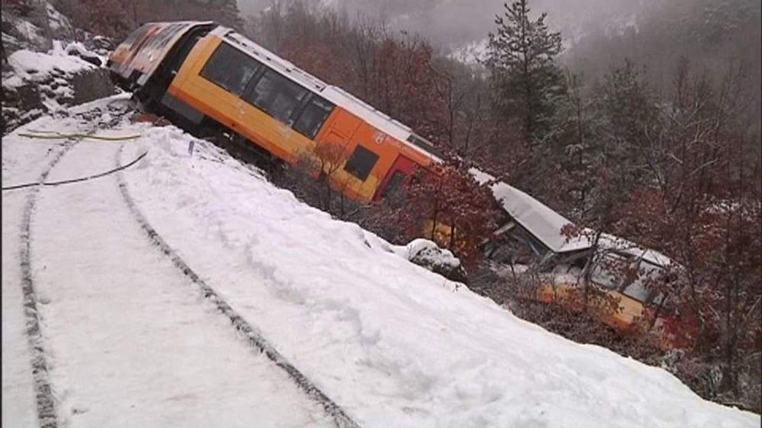 Train derails in French Alps