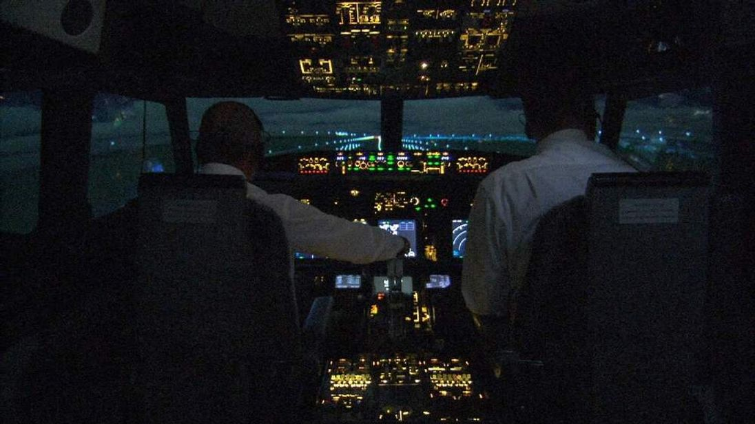 A former pilot looks at what might have happened in the cockpit of missing Malaysia Airlines MH370.
