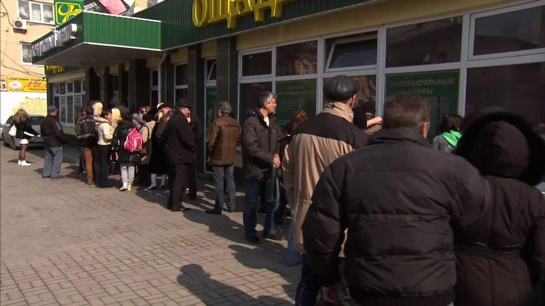 Queues outside a bank in Simferopol