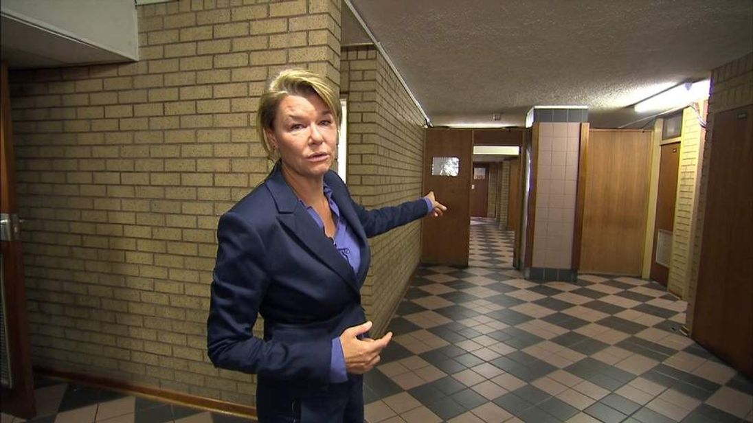 Sky's Special Correspondent Alex Crawford walks you through Oscar Pistorius' daily court routine.