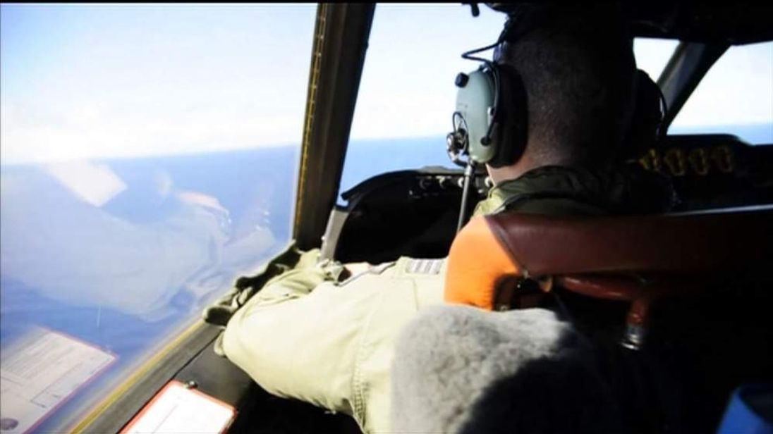 Aircraft searches for missing Malaysia plane