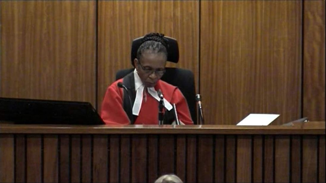 Judge listens as Pistorius is cross-examined