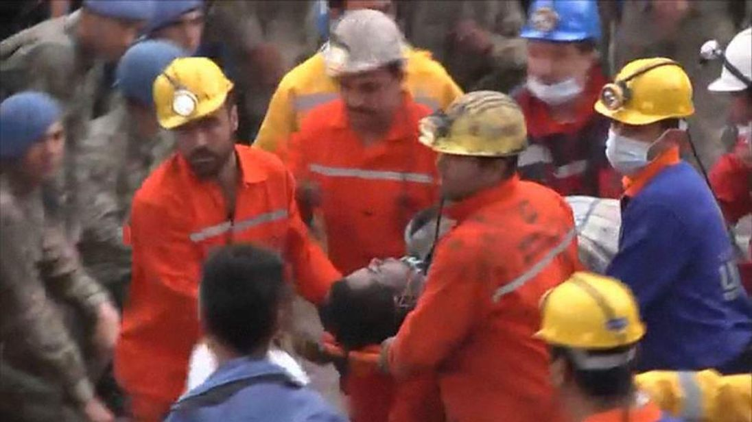 Injured miner brought to the surface in Turkey