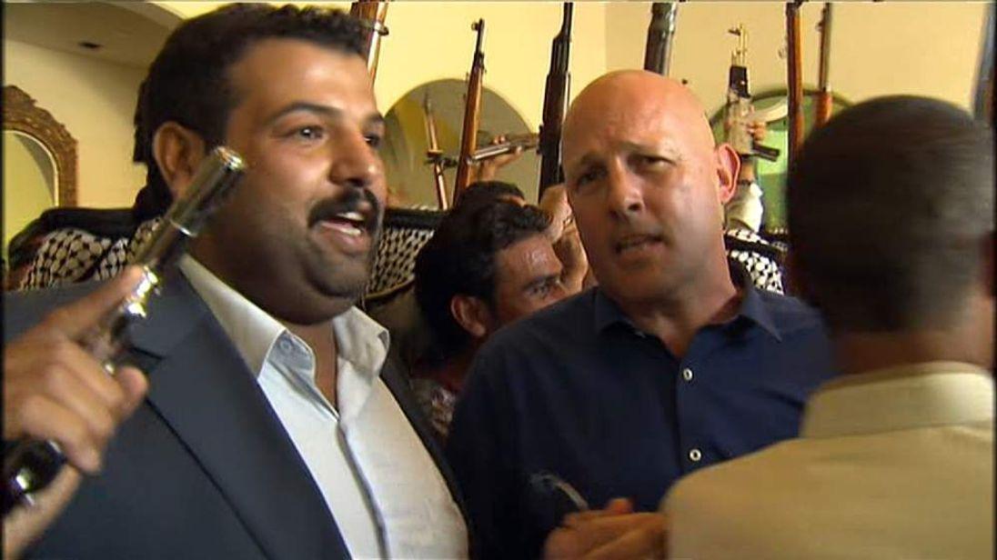 Shia tribesmen rally at Baghdad's Sheraton hotel