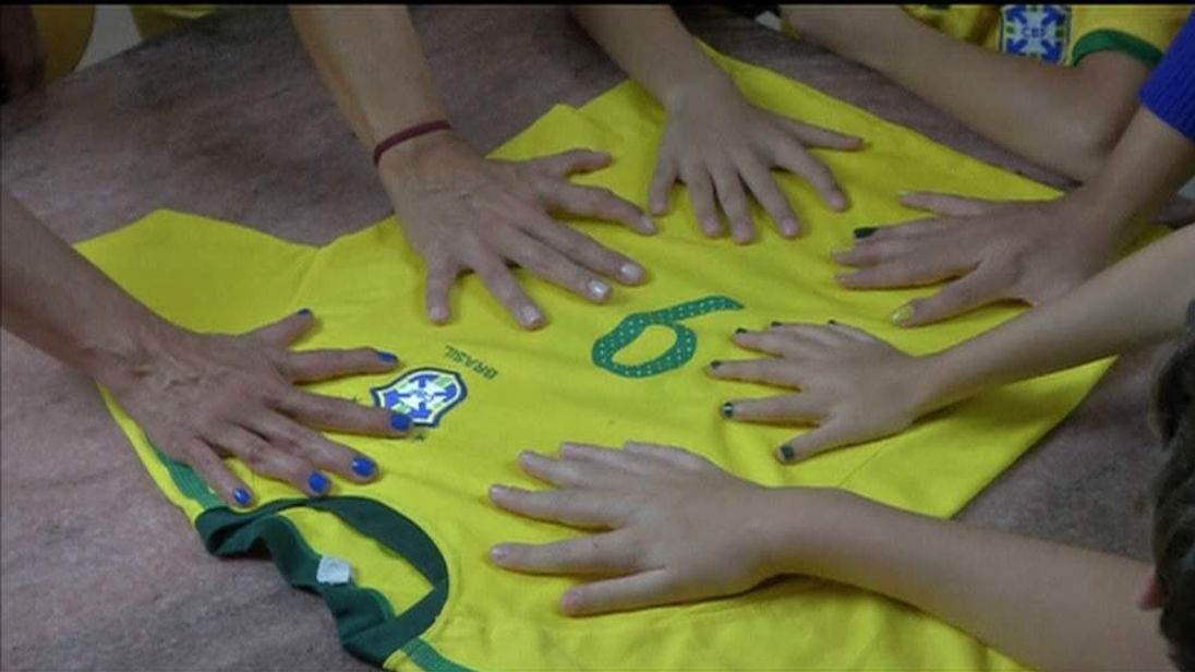 The Brazilian da Silva family have six fingers on each hand and six toes on each foot