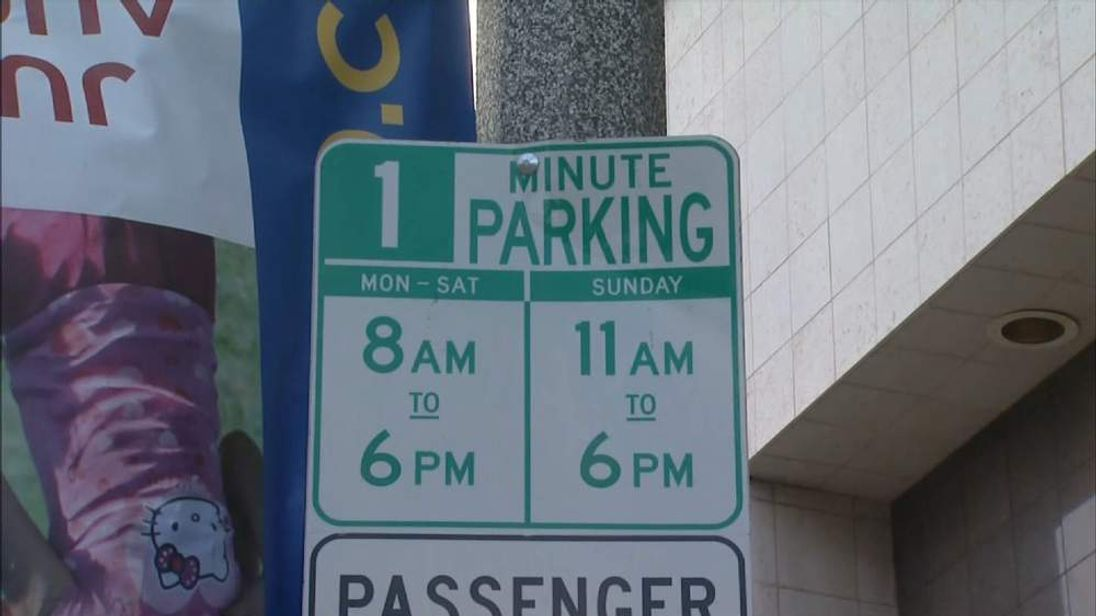 One-minute parking sign in Los Angeles