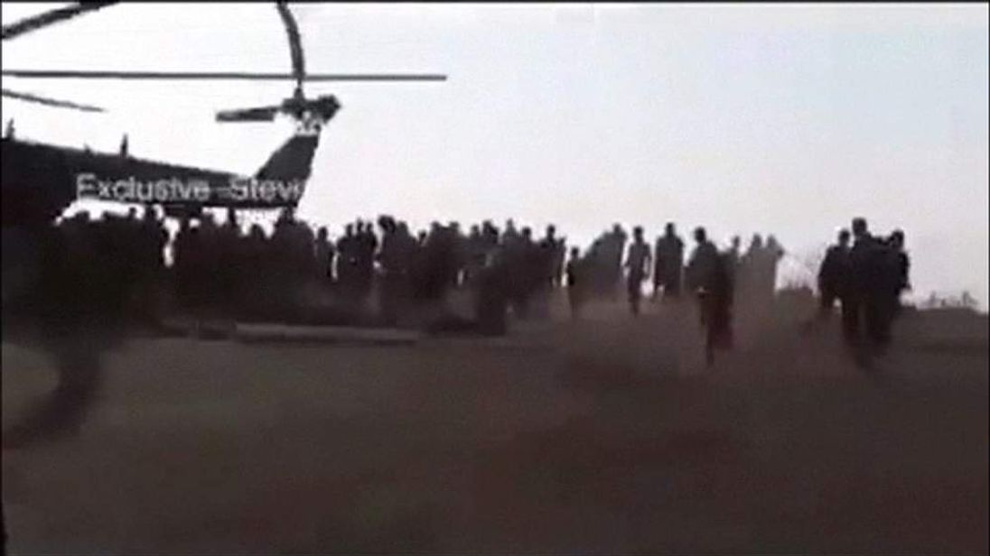 The Iraqi army delivers aid to members of the Yezidi community on Sinjar mountain