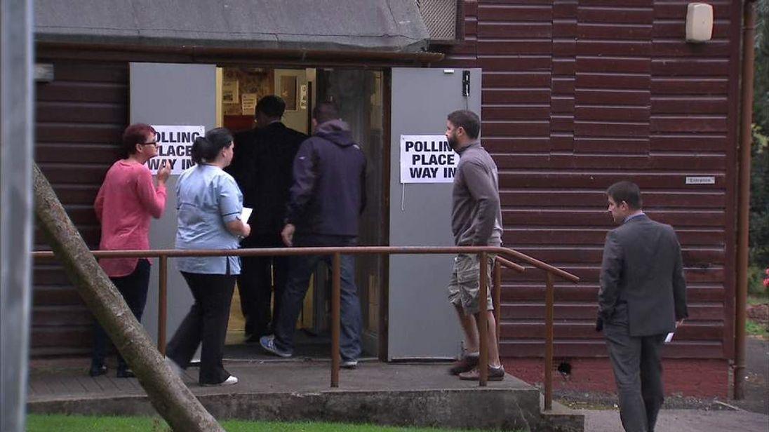 Scottish referendum first voting
