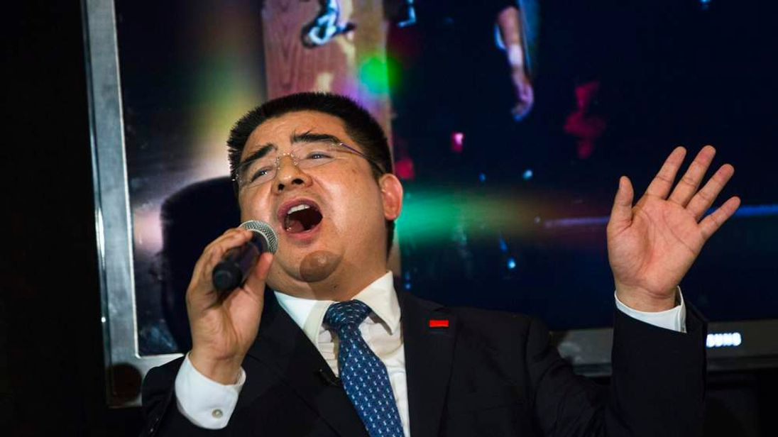 "Chinese billionaire Chen Guangbiao sings ""We Are the World"" during a lunch he sponsored for hundreds of needy New Yorkers at Loeb Boathouse in New York's Central Park"