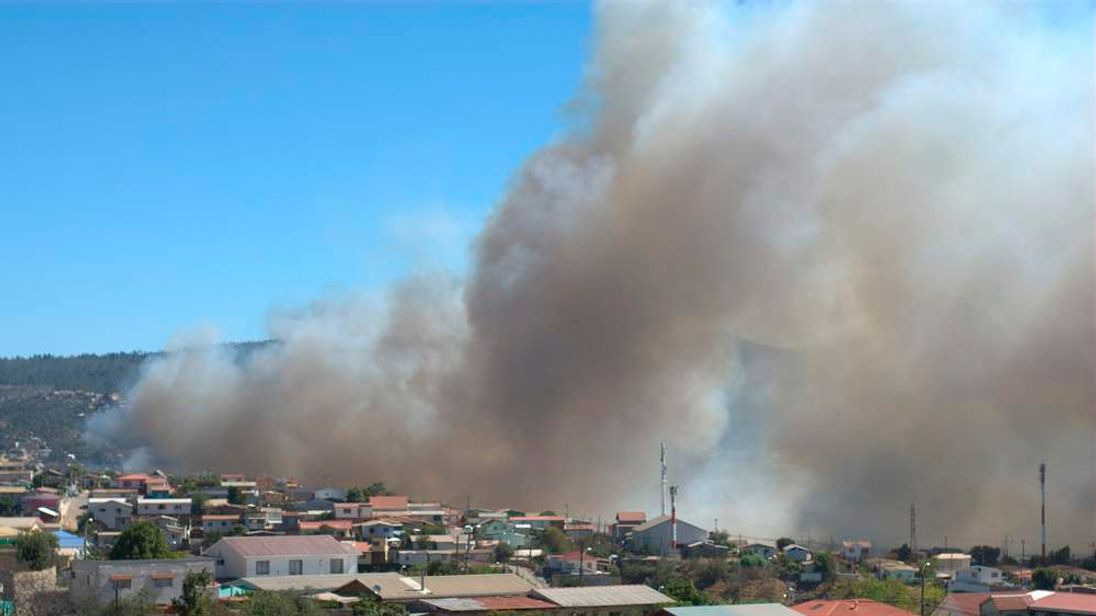 A view of a forest fire in Valparaiso city
