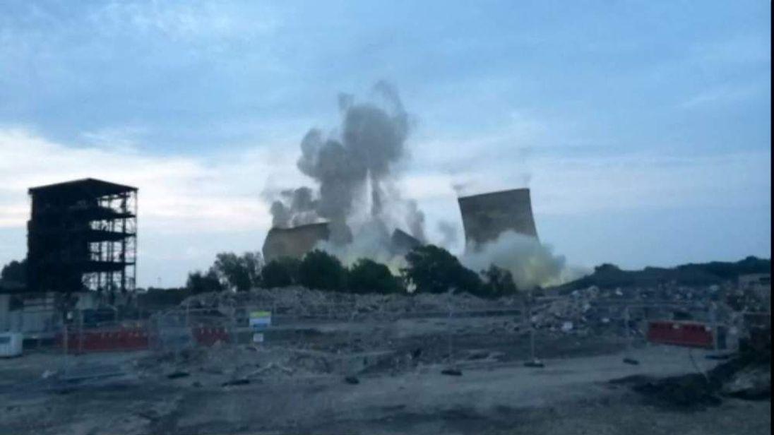 Didcot towers demolished