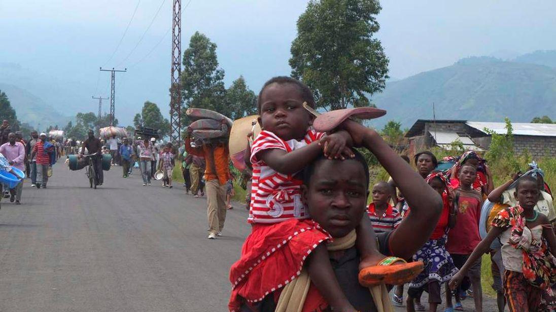 Displaced families flee renewed fighting