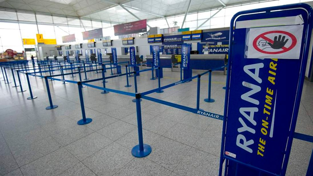 stansted ryanair empty check-in