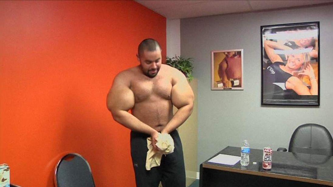 U.S bodybuilder Mustafa Ismail pictured here in the gym.