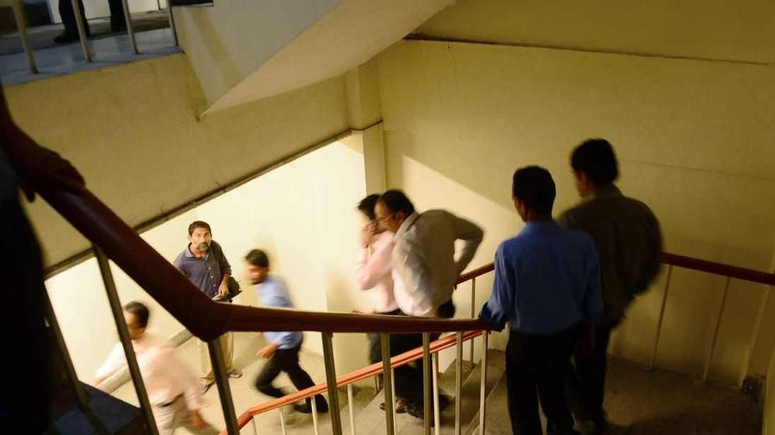 Workers in Karachi flee the quake as it shakes offices
