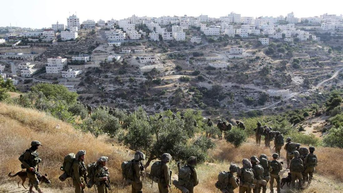 Israeli troops descend on West Bank town of Hebron