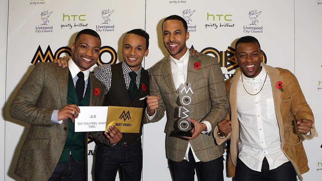 JLS winners of Best Video Mobo