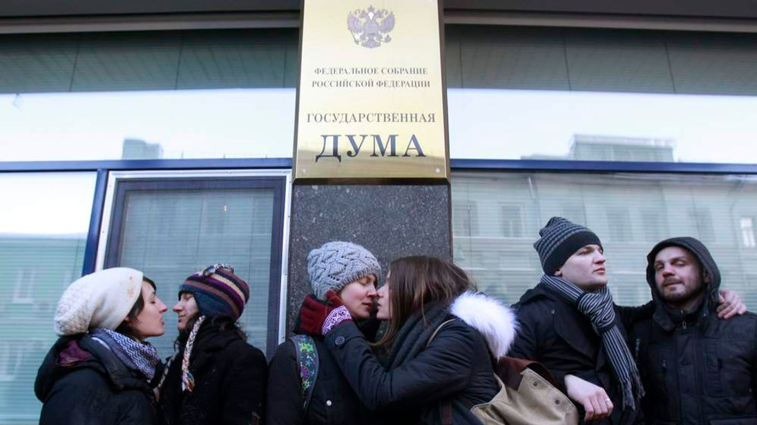 Gay rights activists kiss during a protest outside the Duma in Moscow