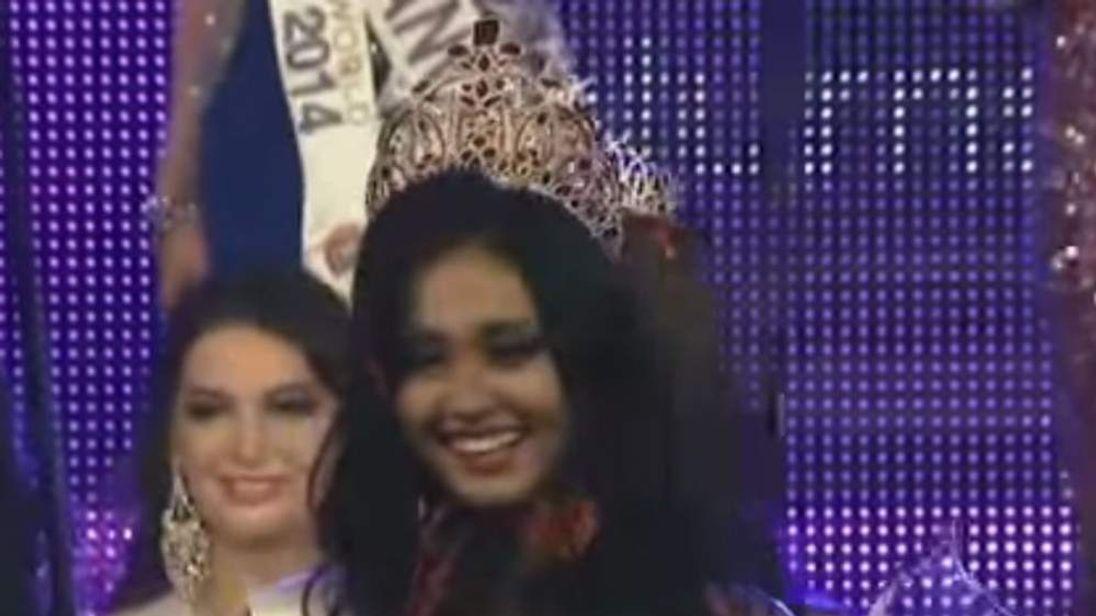 May Myat Noe wearing her crown. May Myat Noe
