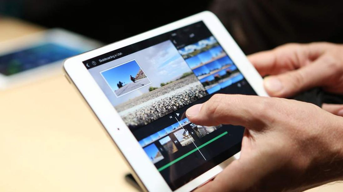 A member of the media holds the new iPad mini