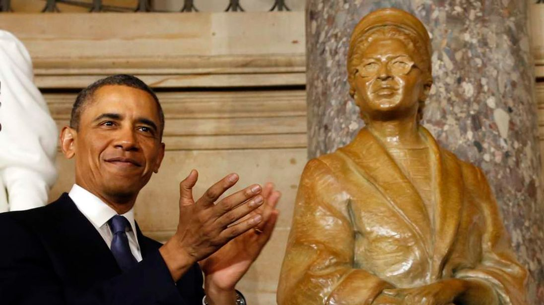 Rosa Parks' statue is unveiled in Washington.