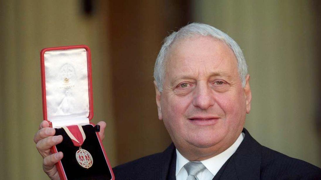 Sir Irvine Patnick dies
