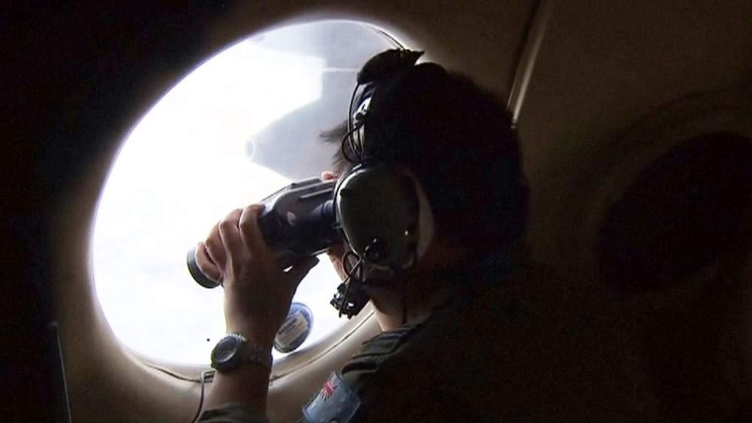 Search for Malaysia Airlines plane