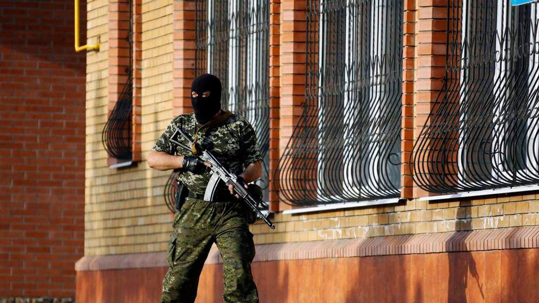 Pro-Russia rebel on the outskirts of Kramatorsk