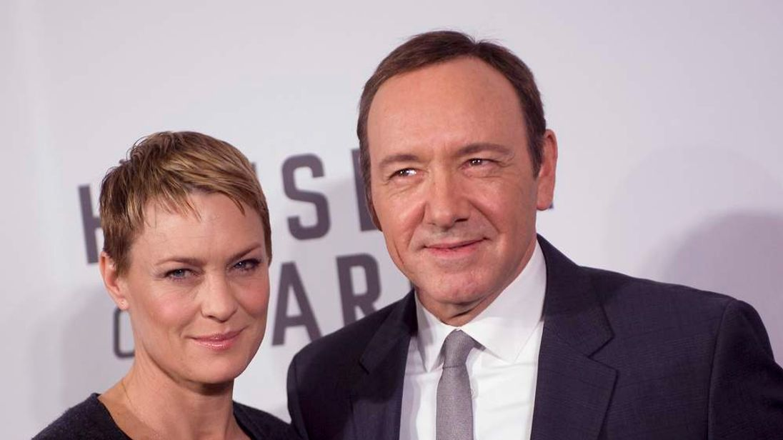 """Actors Robin Wright and Kevin Spacey arrive at the premiere of Netflix's television series """"House of Cards"""" at Alice Tully Hall in the Lincoln Center in New York City"""