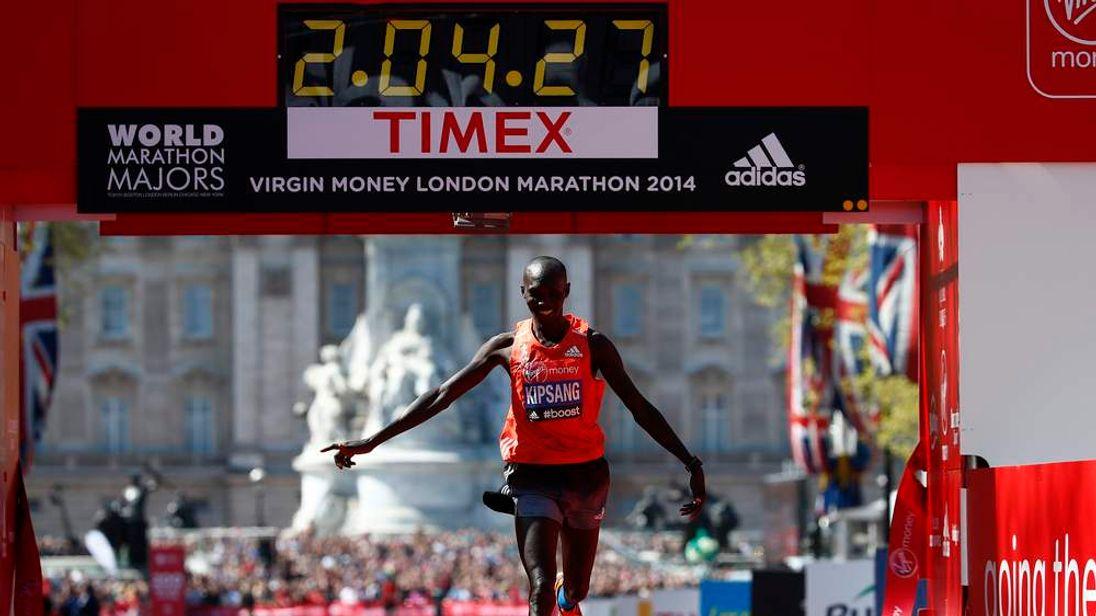 Wilson Kipsang of Kenya celebrates as he crosses the finish line to win the men's Elite London Marathon