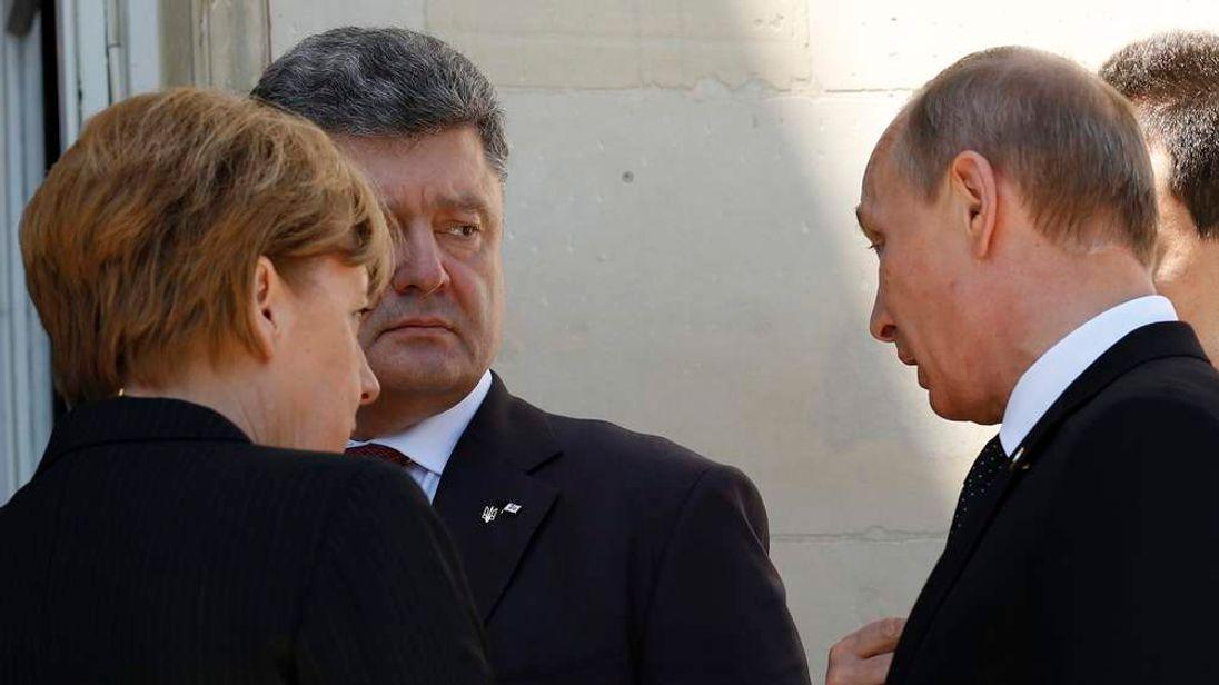 Vladimir Putin and Petro Poroshenko in informal talks