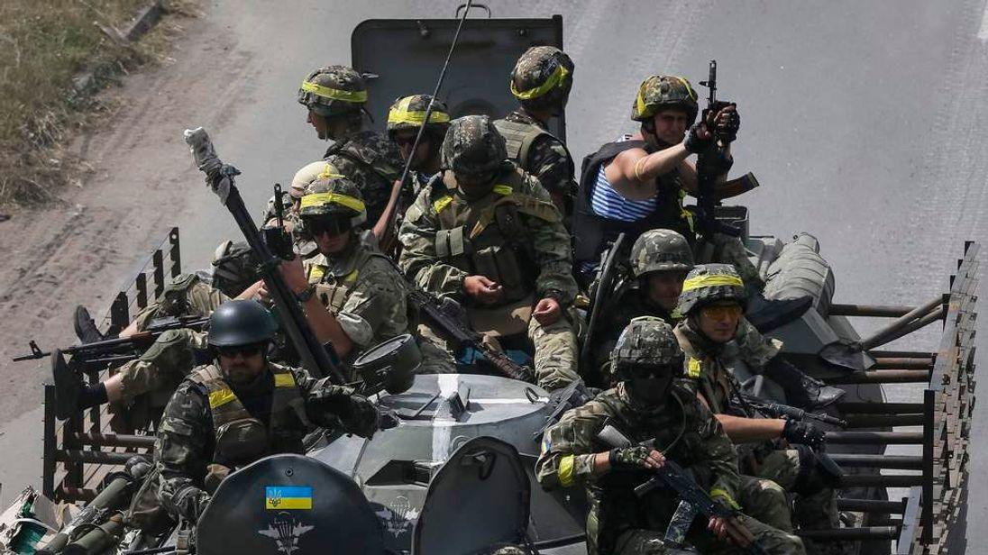 Ukrainian troops are pictured in the eastern Ukrainian town of Kramatorsk